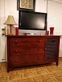 Nice solid wood dresser/buffet/TV stand with big d 33 km