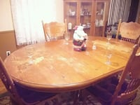 Oak table with leaf and 4 chairs needs refinisht Byron, 31008