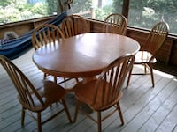 round brown wooden table with four windsor chairs dining set Le Haut-Richelieu, J0J 1S0