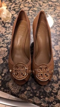 Camel colour Tory Burch leather peep toe wedges