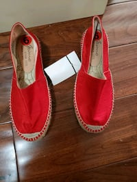 RED CANVAS  SIZE 6 Coquitlam, V3B 0B8