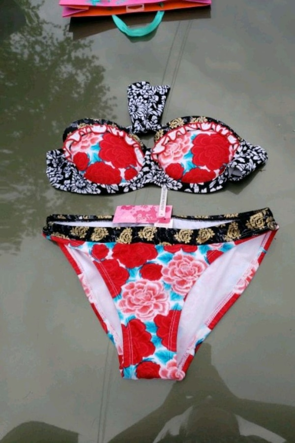 Cute bathing suit. Never worn 75669410-3575-492f-9877-07a67a058fdf