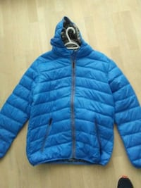 blue zip-up bubble jacket Surrey, V3T 4B8