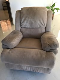 Comfy reclining chair in great condition + washable reversible cover Miami, 33187
