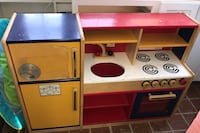 white and red kitchen playset Baltimore, 21211