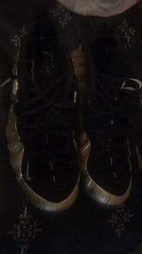pair of black Nike Air Foamposite shoes Washington, 20020