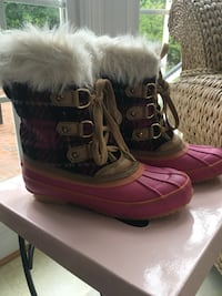 Girls size 3 pink and black Juicy Couture Boots