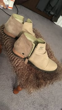 Pair of woman's tan/flax boots