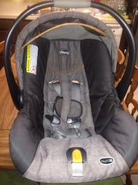 Baby's black and gray chicco car seat carrier with base Lynn, 01902