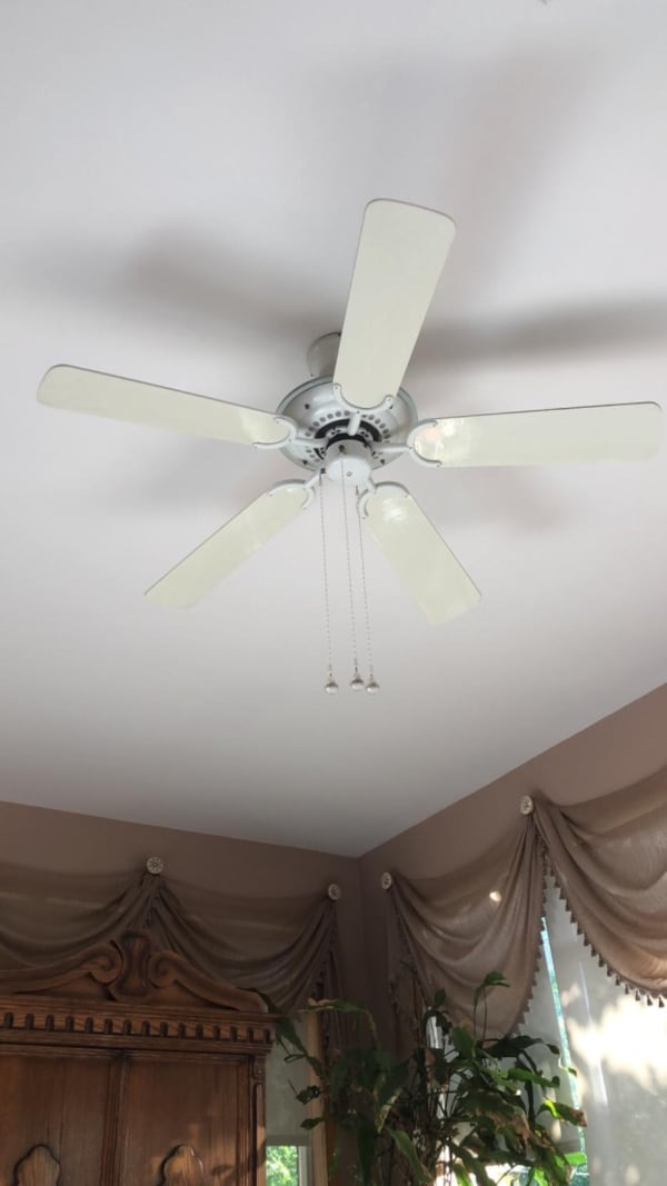 Various ceiling lights and fans 3162f6e1-f6f5-47f0-851c-feed34289d3e