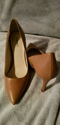Brown pointed toe heels size 9 Edmonton, T5W