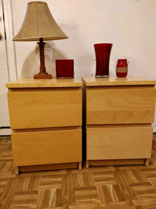 Like new 2 night stand with big drawers in great c
