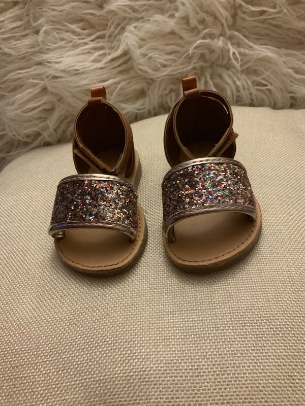 Baby Girl Shoes - Size 4 111c8474-f877-4585-9acc-ca90ca21b0f8