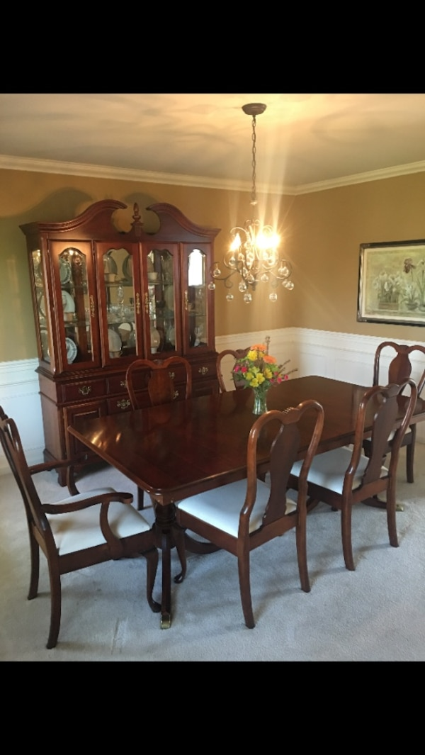 Incredible Pennsylvania House Cherry Wood Dining Room Set With Six Chairs Table With Two Leaves And China Hutch Buyer Must Pick Up Download Free Architecture Designs Rallybritishbridgeorg