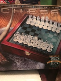 Frosted glass chess board with wooden case Catoosa