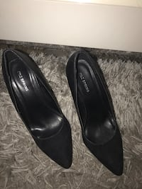 Pair of black suede pointed-toe pumps Markham, L3T 7N3