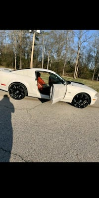2005 Ford GT Mustang