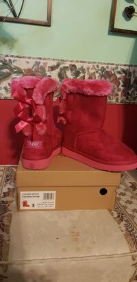 pair of pink UGG Bailey Button boots with box Manassas Park, 20111