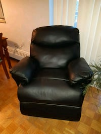 Leather recliner (does not recline unless fixed) Toronto, M9L 2T4