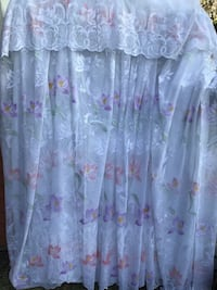 selling curtains for rooms. Нью-Вестминстер, V3M 6J4