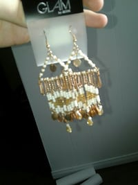 pair of gold-colored and white drop hook earrings Powassan, P0H 1Z0