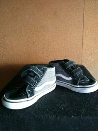 unpaired black and white Vans low top sneaker Palmdale, 93550