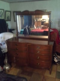 Vintage chester drawers w mirrow Smithville, 38870