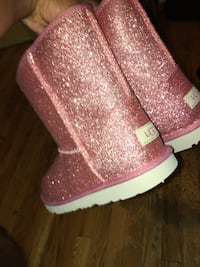 Uggs brand new size 6  Detroit, 48215