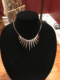 Statement costume jewelry necklace   Oakville, L6H 1Y4