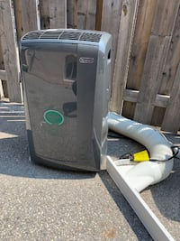 Used portable Air conditioner,  100%working, with Remote controller, 1 leg broken Toronto