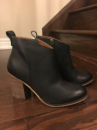 BP black leather side-zip booties Markham, L6B 0Y8