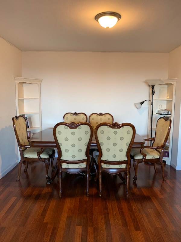 Used Solid Wood Table And 8 Chairs Has 2 More Extension Leafs Plus A Velvet Protector For In New York Letgo