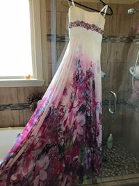 Tony Bowls grad dress Vernon, V1T