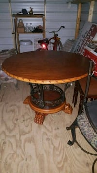 Nice Kitchen table w/4 chairs Cleveland, 27013