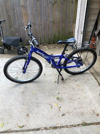 "24"" boys Giant bicycle East Grand Rapids, 49506"
