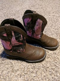 Women's 7.5 pink camouflage boots 447 mi