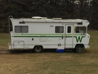 White and green rv trailer null, T0A