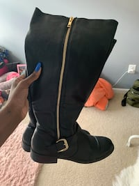 Size 9.5 boots  Odenton, 21113