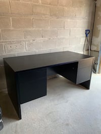 Large black desk with 4 drawers Vaughan, L6A