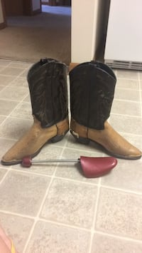 cowgirl boots 9.5 Ames, 50014