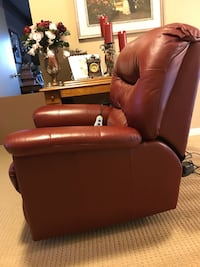 Leather Recliner  3156 km