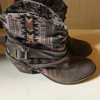 Cool Aztec booties size 8
