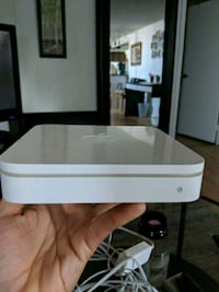 Apple airport Extreme base station Toronto, M8Z 4R2