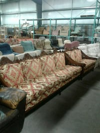 Ornate couch and loveseat Welland, L3B 5K8