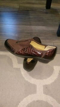 Brown shiny leather shoes Willingboro, 08046