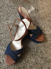 pair of brown-and-black Guess open-toe ankle strap wedges Pueblo, 81004