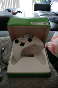 Xbox one controller in the box new with batteries
