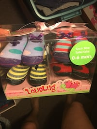 4 pairs of baby girl socks Oshawa, L1K