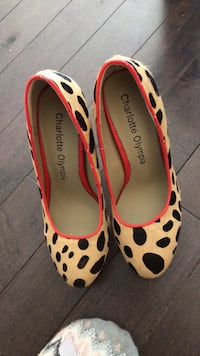 Pair of white-and-red leopard print pumps Toronto, M6M 3J3