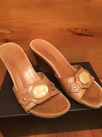 Pair of beige leather open-toe wedge sandals size 10 Mansfield, 76063